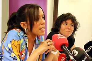 Marta Morell junto a la alcaldesa de Sabadell Marta Farrés