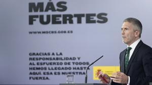 El ministro del Interior, Fernando Grande-Marlaska, comparece ante los medios tras el Consejo de Ministros celebrado en la Moncloa, este martes.