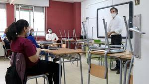 L'IES Joanot Martorell d'Esplugues reobre amb controls de temperatura, mascaretes i el 10% dels seus alumnes