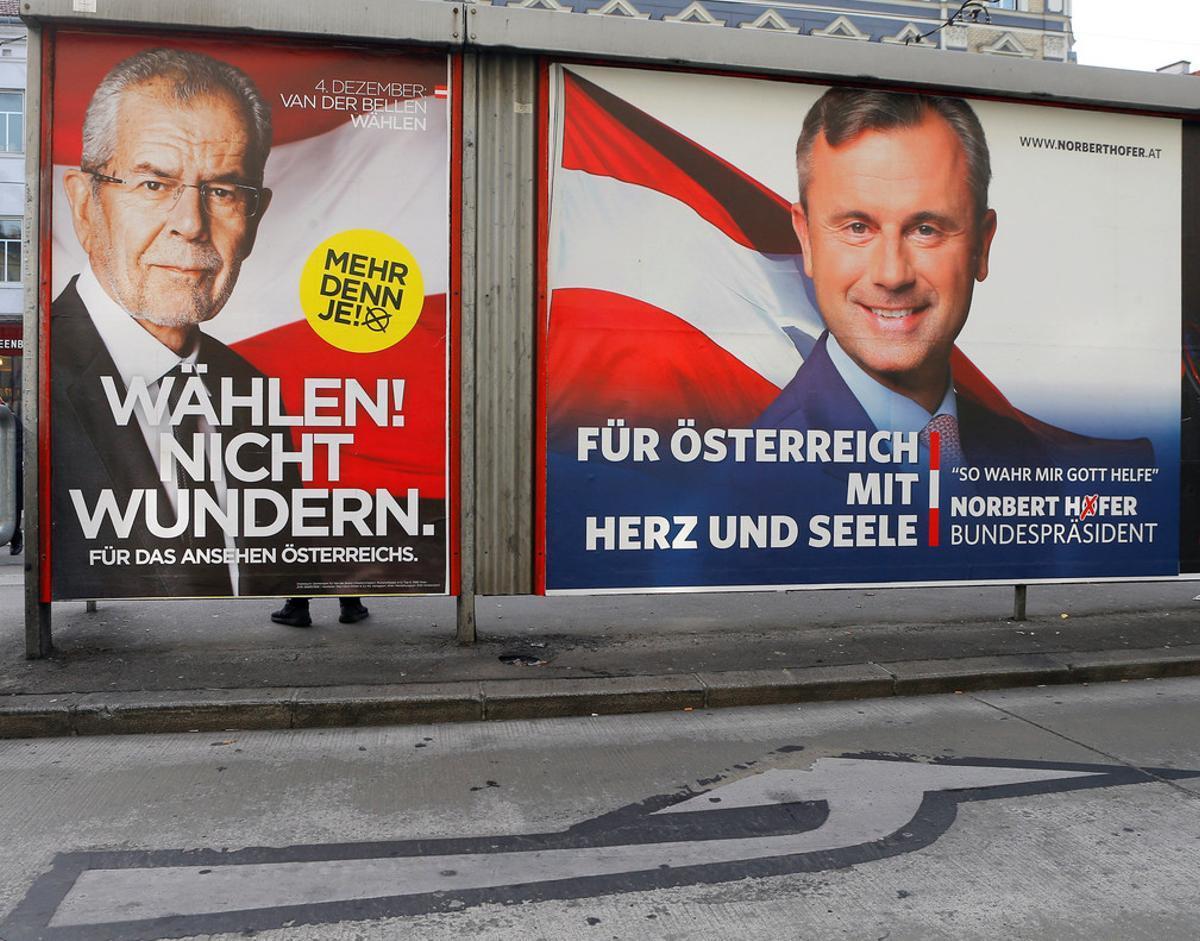 Carteles electorales en Viena, este domingo.