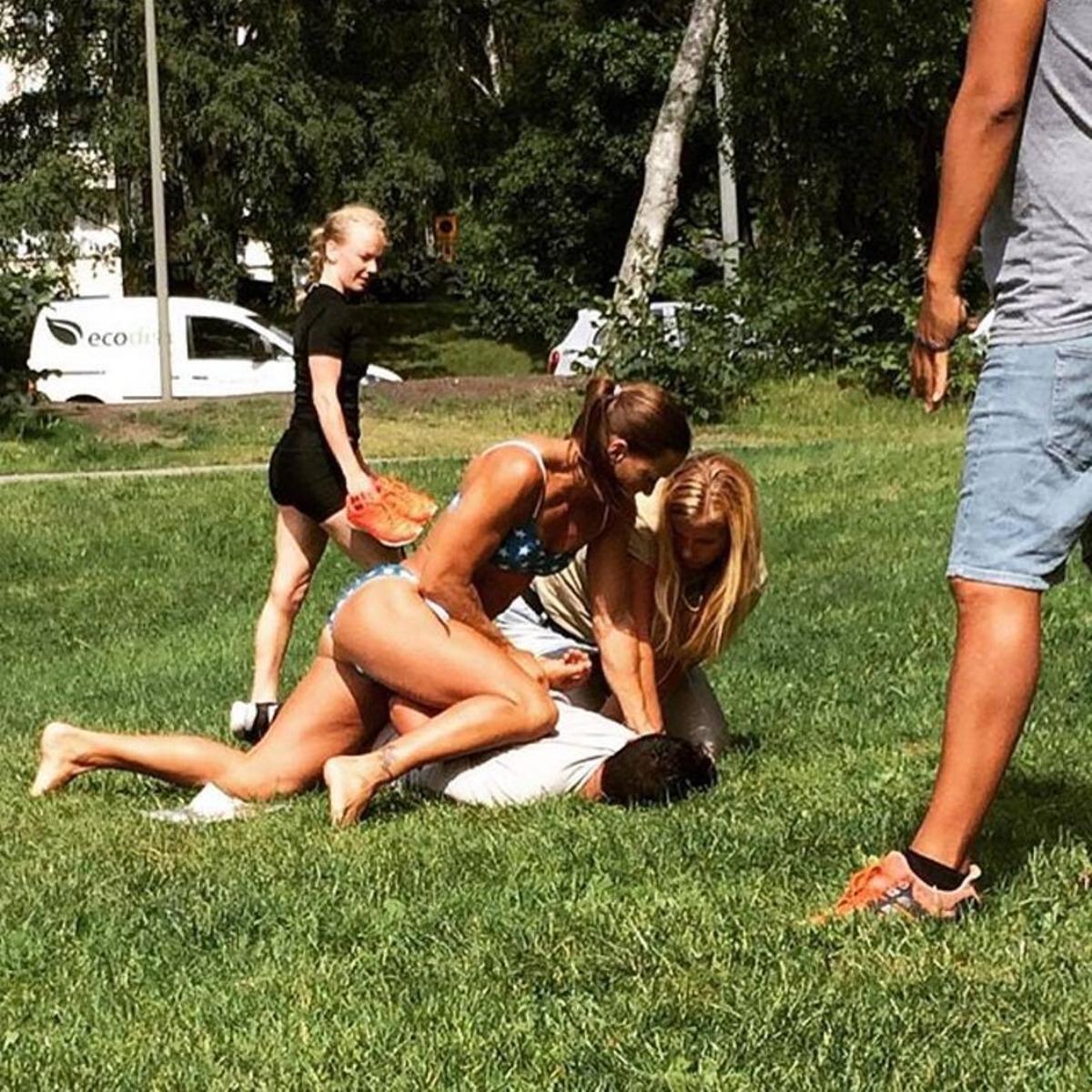 Mikaela Kellner, en bikini, sobre el ladrón que intentó robar a su amiga, el miércoles en Estocolmo.