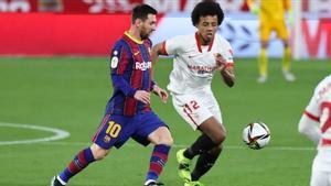 Messi y Koundé en un Sevilla-Barça.