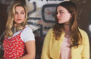 Olivia Holt y Chiara Aurelia en una imagen promocional de 'Cruel summer'.