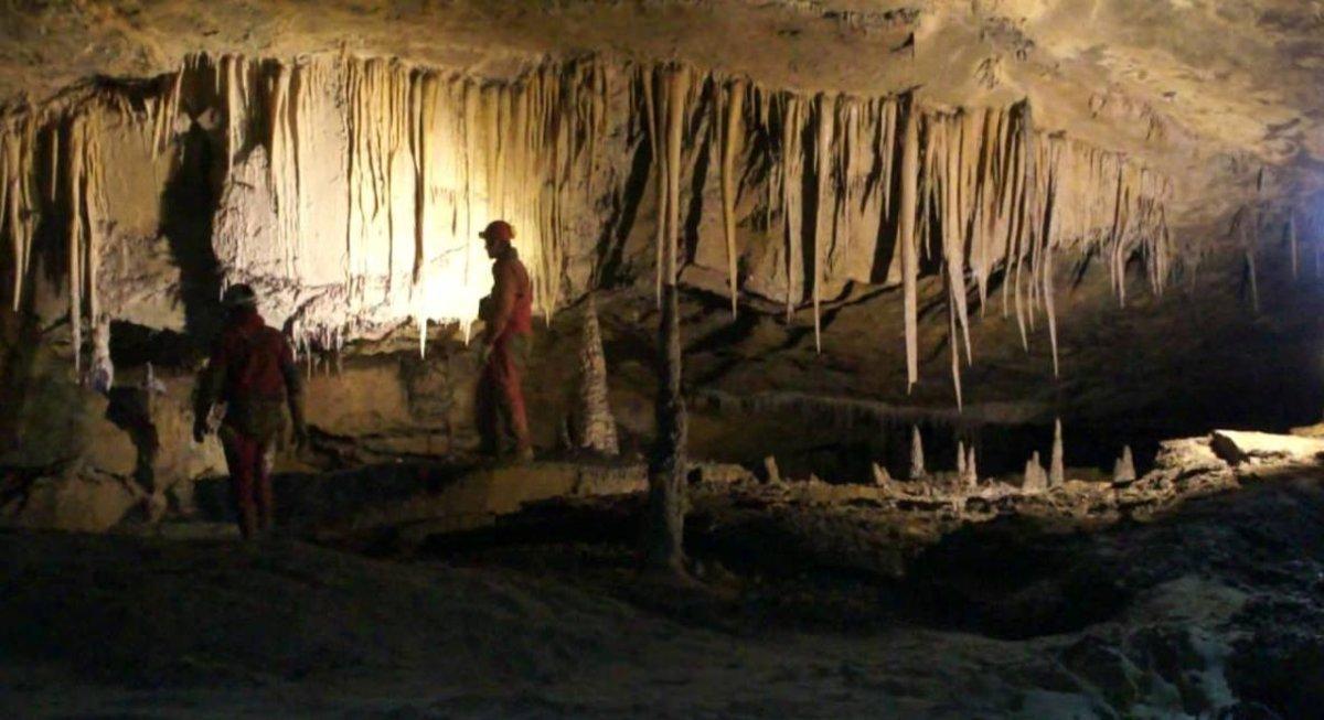 Cueva Cueto-Coventosa.