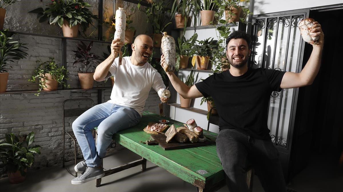 Rafa Panatieri y Jorge Sastre, con sus embutidos en Sartoria Panatieri.