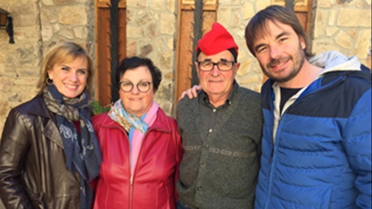 Gemma Nierga, con Quim Masferrer y sus padres, en el programa 'Els meus pares' (TV-3).