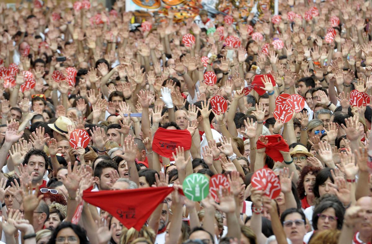 Miles de personas, en la manifestación del pasado juevesen la plaza del Ayuntamiento de Pamplona contra las agresiones sexuales.