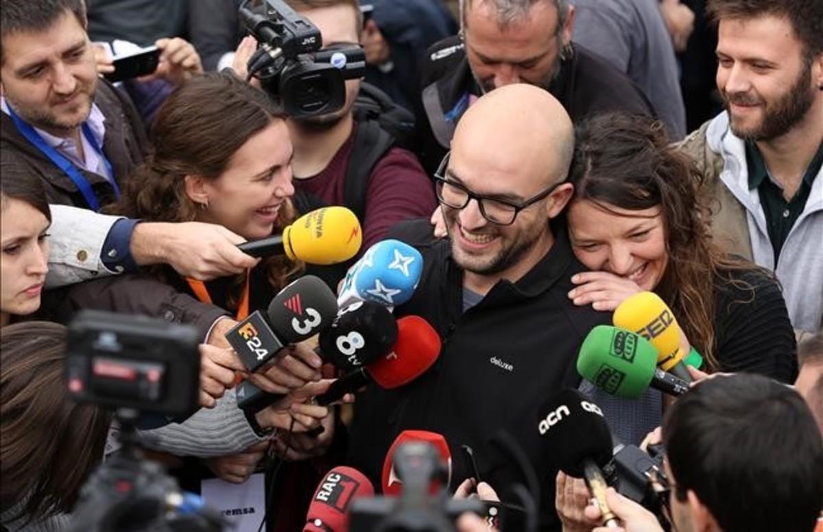 Montse Venturós y Joan Coma en la concentración contra la judialización de la política el pasado noviembre en Barcelona.