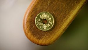 Una moneda de 25 pesetas.
