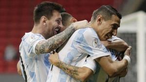 Los argentinos celebran un gol en la Copa América