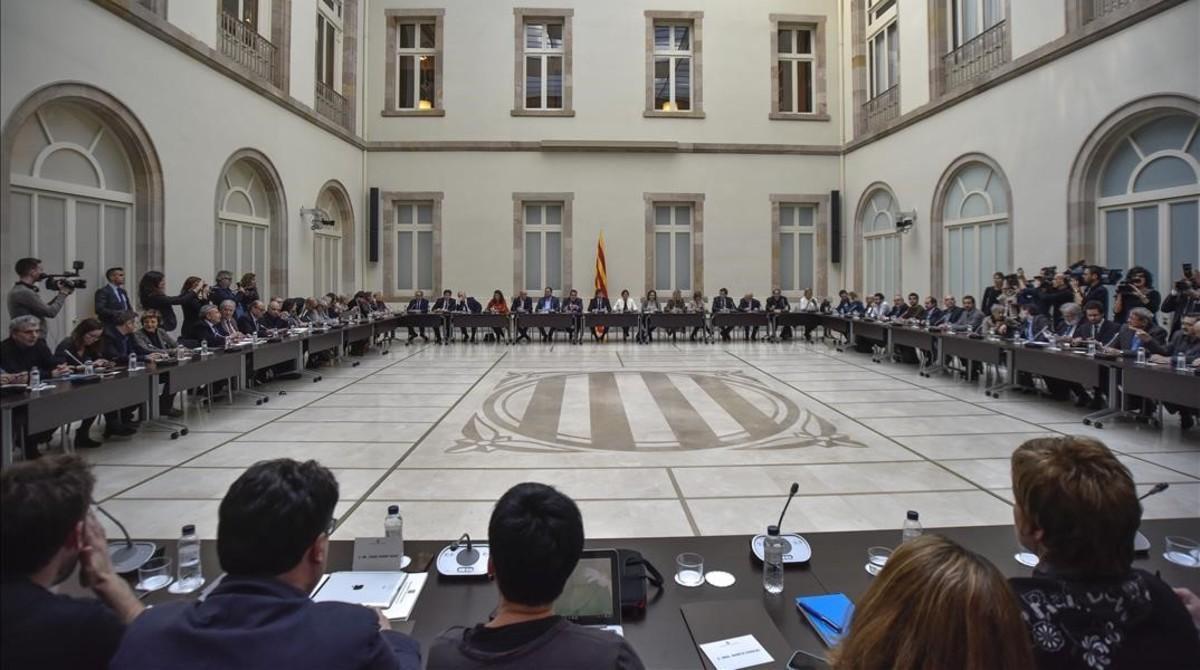 Una reunión del Pacte Nacional pel Referèndum en el Parlament, en febrero del 2017.