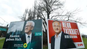 Carteles electorales del primer ministro de Baden-Württemberg, Winfried Kretschmann, y el candidato del SPD, Andreas Stoch, en Stuttgart.