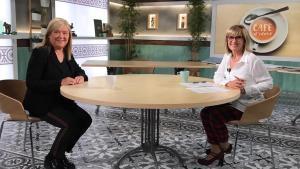 La consellera de Cultura Àngels Ponsa con la periodista Gemma Nierga en el programa Café d'idees de La 2.