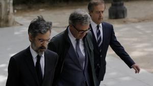 Jordi Pujol Ferrusola, en el centro, entra en la Audiencia Nacional.