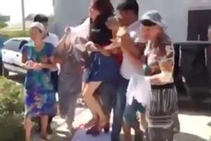 Una joven kazaja secuestrada para casarse con un hombre.