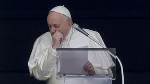 El Papa tose durante el Angelus de esta mañana en el Vaticano