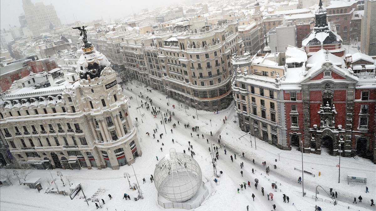 La espectacular nevada desde la Gran Vía de Madrid