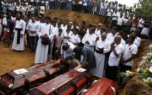 Funeral celebrado cerca de la iglesia de San Sebastián, en Negombo.