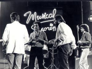 Àngel Casas, junto a Leslie, de los Sirex, en el 'Musical Express'.