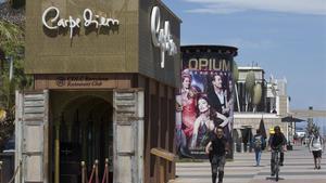 Imagen del acceso a los restaurantes-club por elpaseo Marítim.