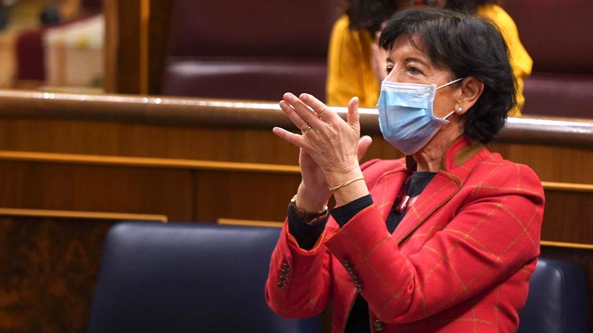 El debate de 'ley Celaá' acaba con gritos de libertad desde la derecha. En la foto, Isabel Celaá.