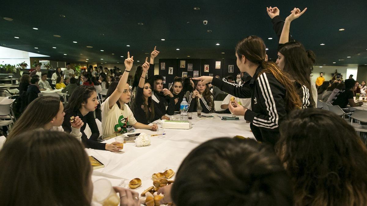 Unos 200 estudiantes de ESO y Bachillerato participaron en unas meriendas literarias en el Institut del Teatre