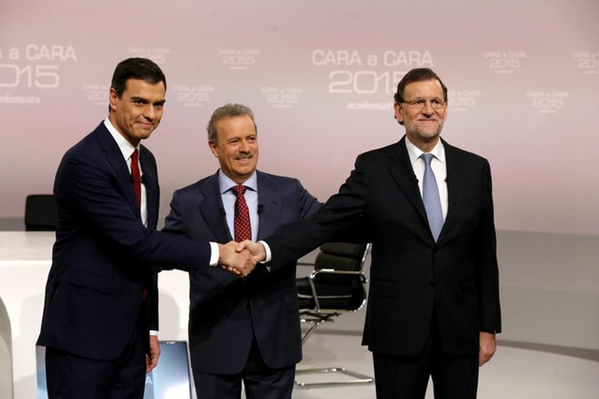 Pedro Sánchez y Mariano Rajoy, con Manuel Campo Vidal, al inicio del cara a cara.