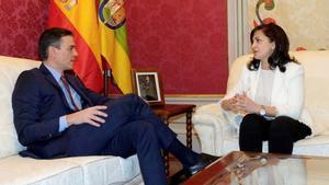 Concha Andreu recibe a Pedro Sánchez en Logroño.