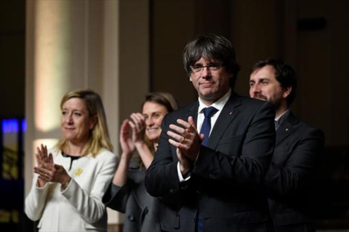 Carles Puigdemont, el 7 de noviembre en Bruselas, en suencuentro con 200 alcaldes catalanes.