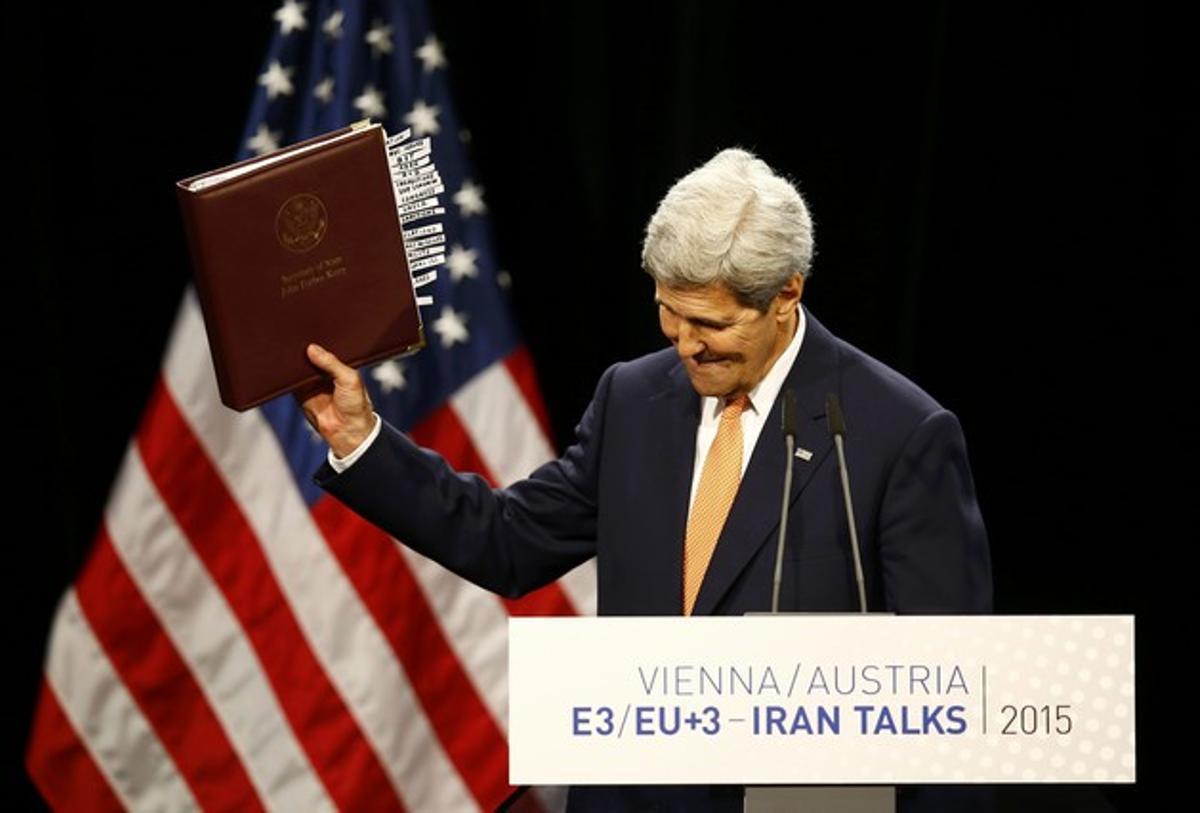 El Secretario de Estado John Kerry celebra el acuerdo sobre el programa nuclear de Irán en Viena.