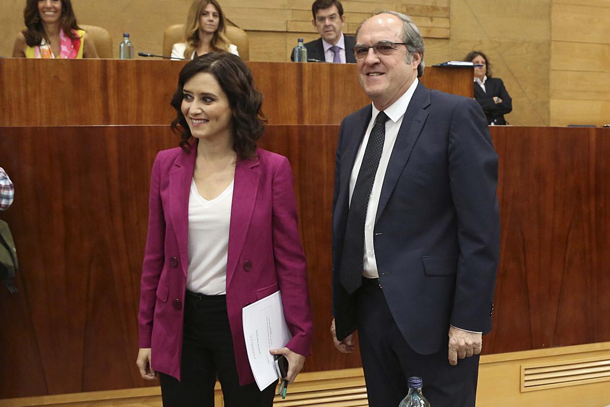 Isabel Díaz Ayuso (PP) y Ángel Gabilondo (PSOE), en julio de 2019, en la sesión de investidura.