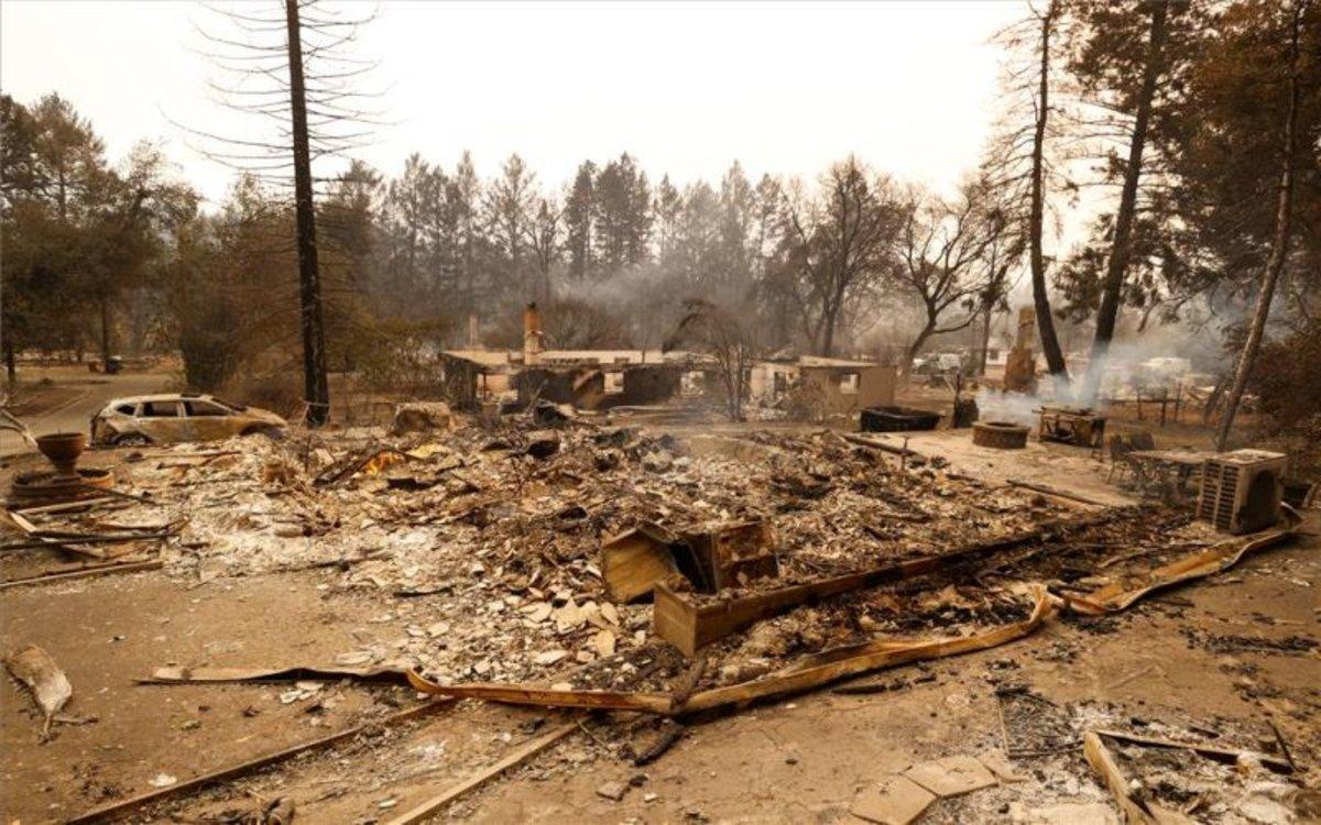 Casas quemadas en California por los incendios forestales.