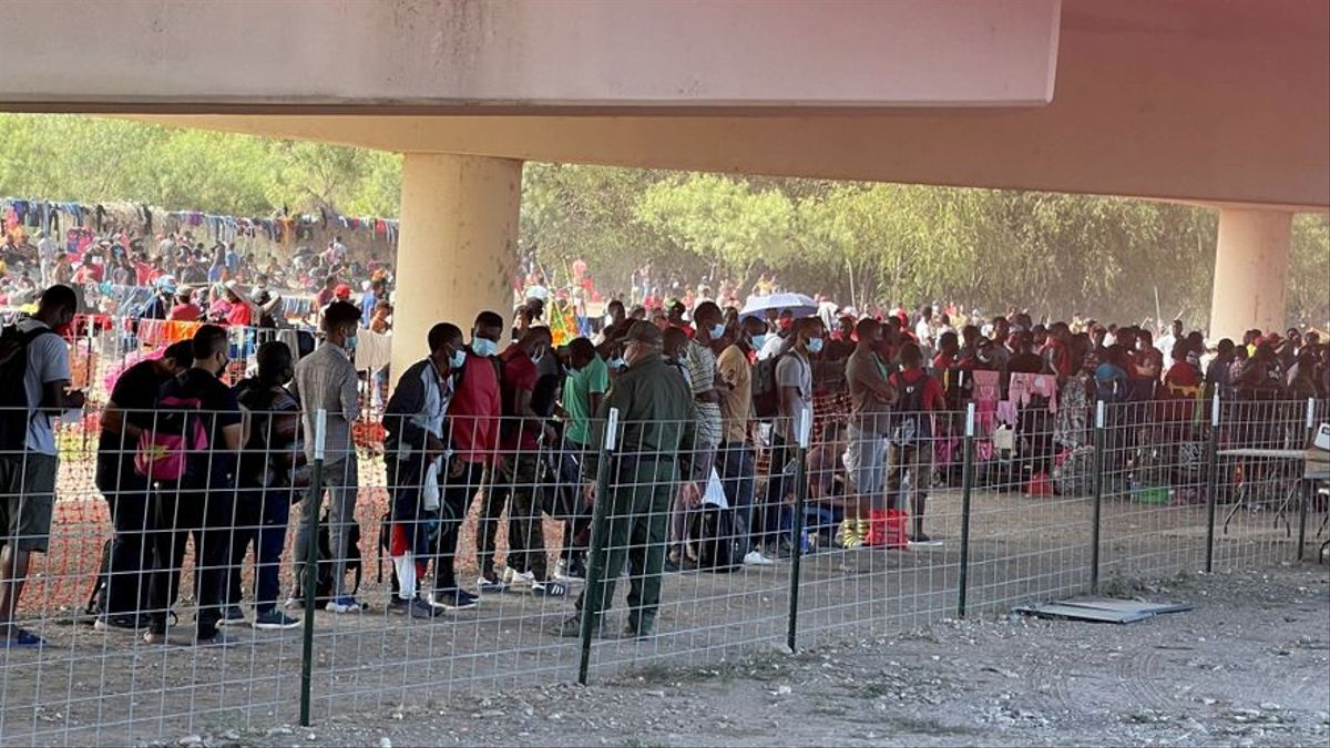 Inmigrantes en la frontera de Estados Unidos con México.