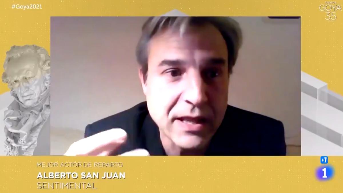 Imagen del momento en el que Alberto San Juan se dirige al PSOE en los Premios Goya 2021