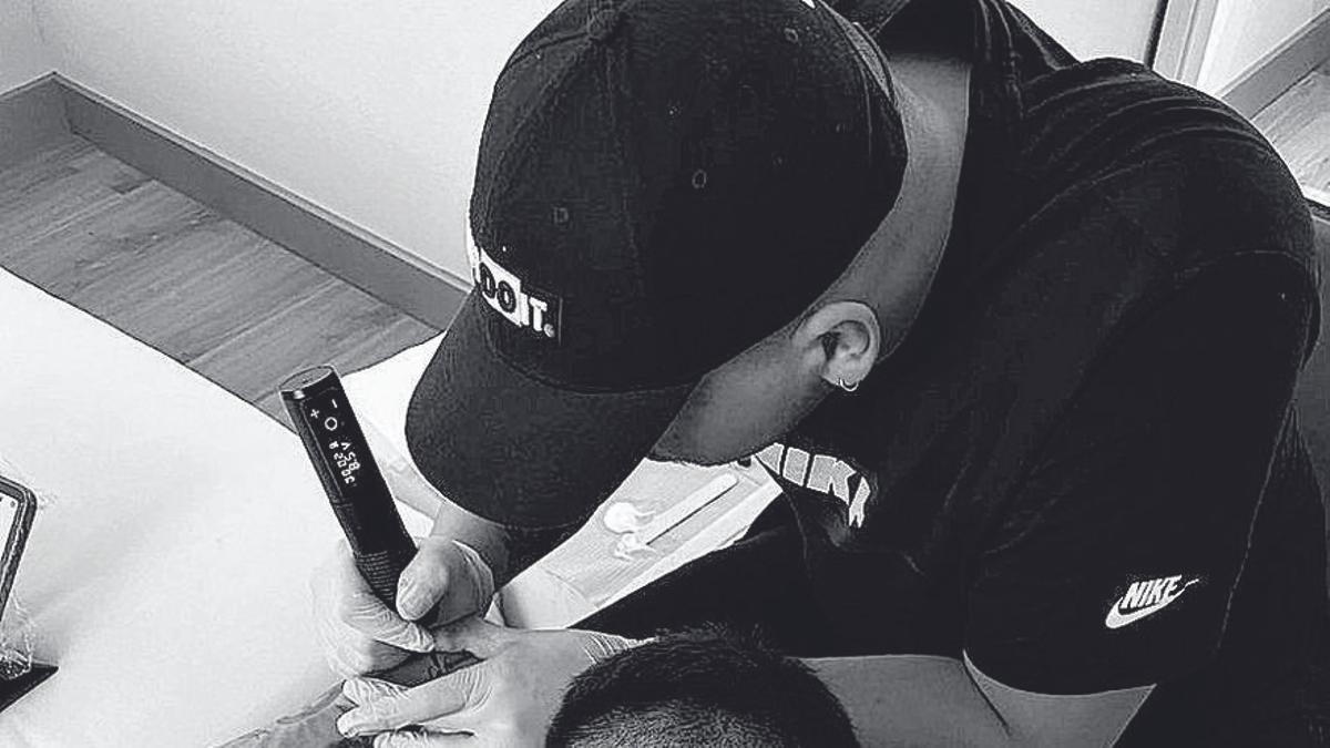Jonathan Riquelme, el tatuador que deja huella en La Liga