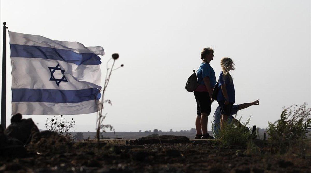 Ciudadanos israelís , en la colina Tal Saki, en los Altos del Golán.