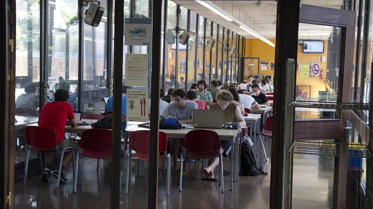 La pujada de taxes expulsa els estudiants de la universitat