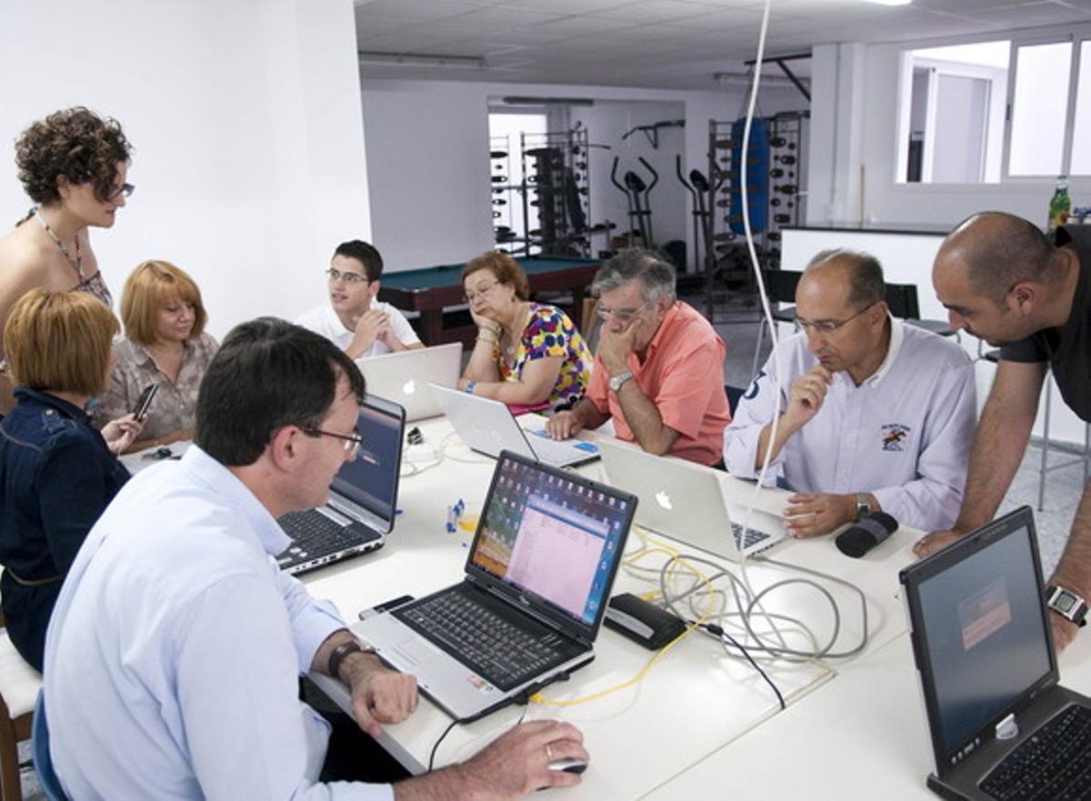 Trabajadores en una oficina enSevilla.