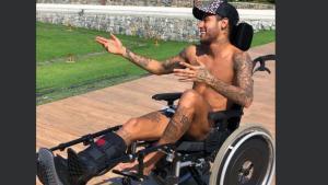 Neymar fa enfurir les xarxes per homenatjar Hawking en cadira de rodes
