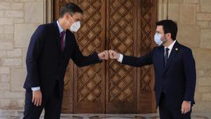 Pedro Sánchez y Pere Aragonès en el Palau de la Generalitat.