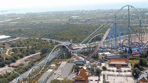 Imagen de Salou desde lo alto de la atracción 'Hurakan' de Port Aventura.