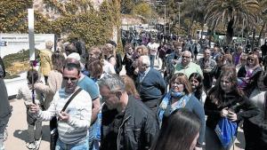 Turistas en el acceso al parque Güell por la carretera del Carmel.