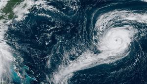 Imagen de satélite del huracán 'Paulette' (a la derecha), sobre el Golfo de México, el pasado 13 de septiembre.