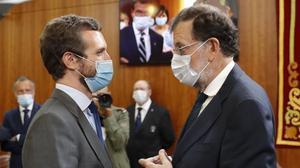 Los escándalos de la 'era Rajoy' ponen en aprietos a Casado