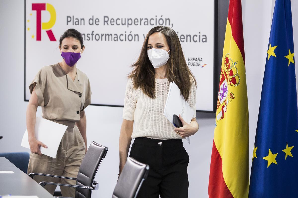 La ministra de Derechos Sociales y Agenda 2030, Ione Belarra, y la ministra de Igualdad, Irene Montero