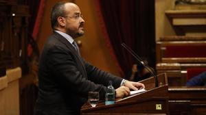 El presidente del PP, Alejandro Fernández, en el Parlament