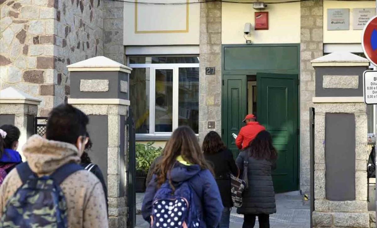 Salida de alumnos del instituto Joan Brudieu de La Seu d'Urgell.