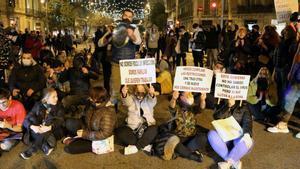 La protesta de la restauració i l'oci nocturn per les restriccions col·lapsa la Gran Via de Barcelona