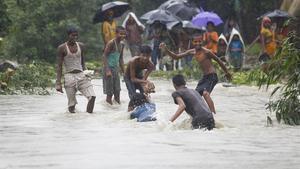 Operaciones de rescate en el distrito nepalí de Saptari.