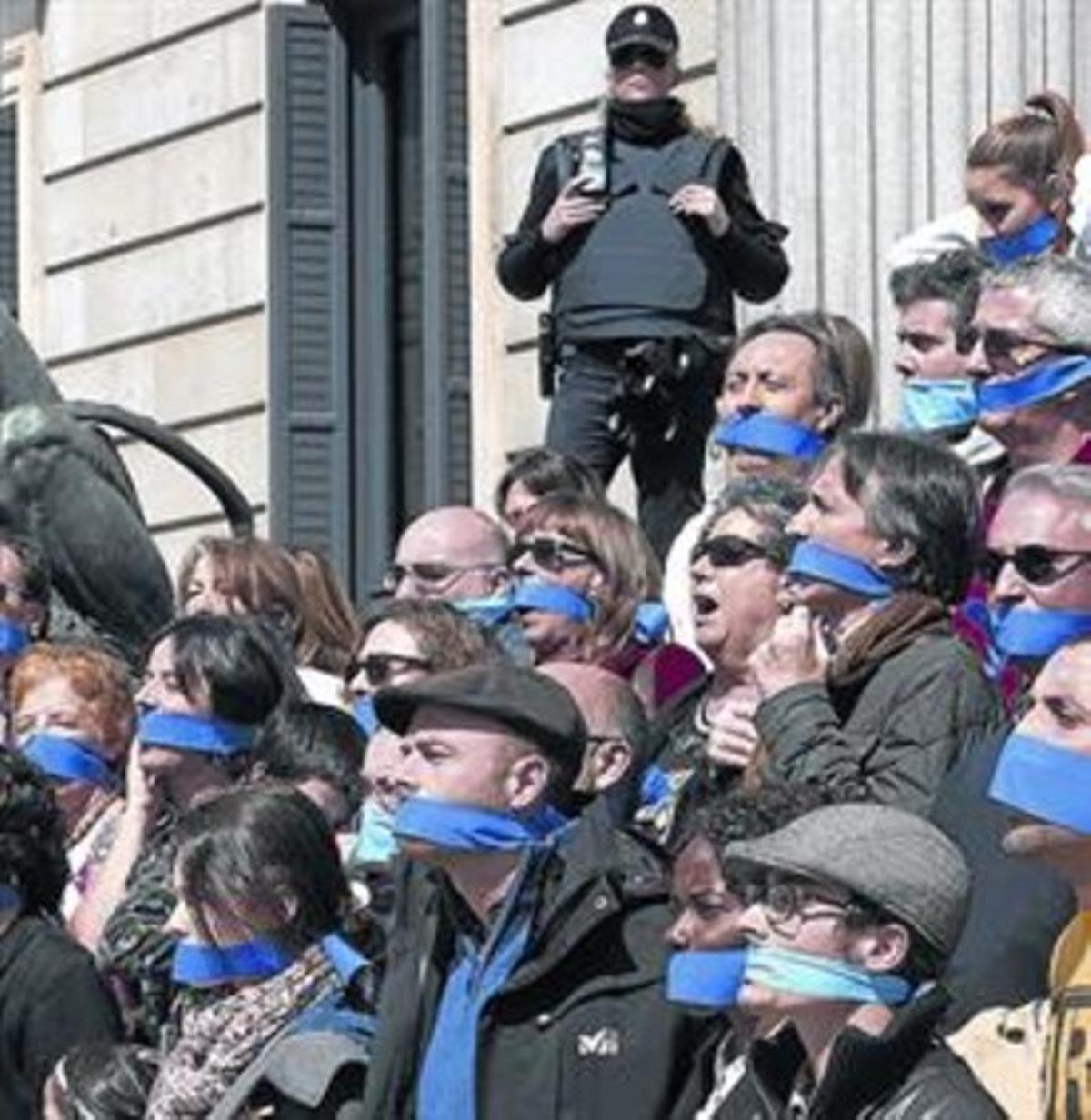 Imagen de la protesta en el Congreso contra las 'leyes mordaza', ayer.